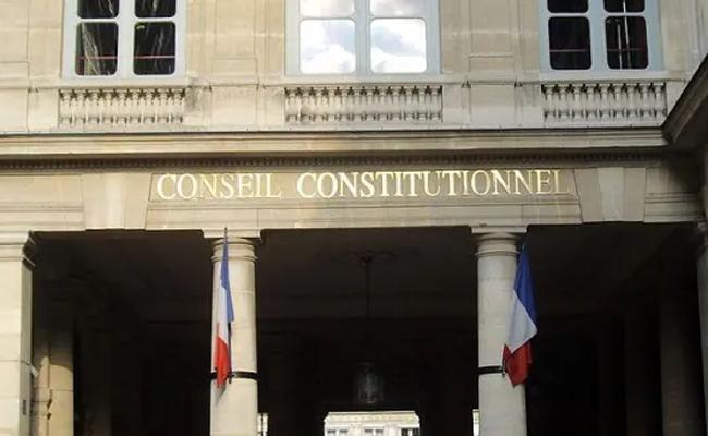 conseil constitutionnel censure l'article prévoyant la modification des pensions alimentaires par la Caf