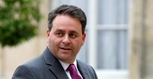 Xavier Bertrand, ministre du Travail, des Relations sociales et de la Solidarité récupère la Famille