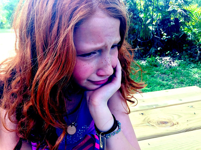 enfant triste du décès de sa maman ou son papa