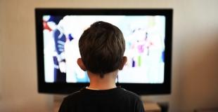Apprivoiser la télévision pour nos enfants.